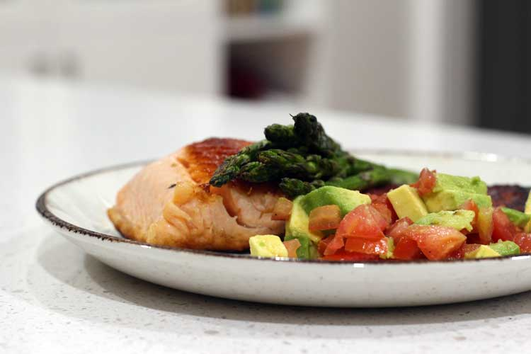 Grilled salmon with asparagus and salsa